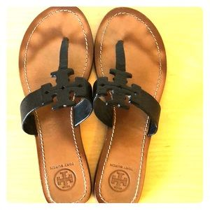e0ed16b96b4030 Tory Burch Black Leather Thong Sandals Size 8